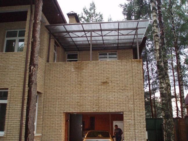 Козырек над балконом на даче. - остекление лоджий - каталог .